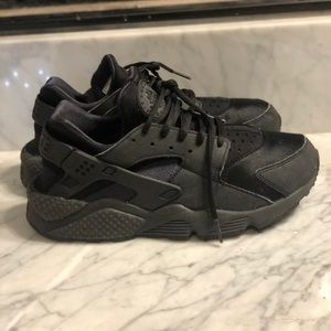 Nike Huaraches Women's- 9